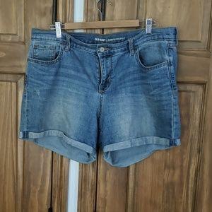 Curvy profile medium wash denim shorts
